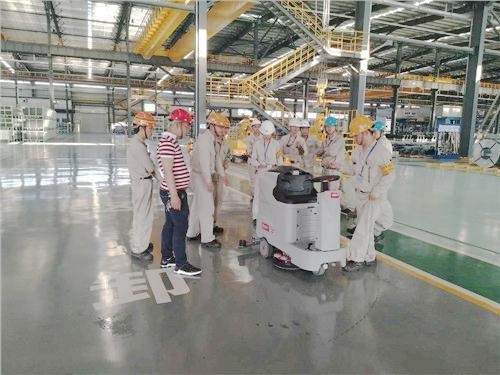 柳州宝钢使用660B洗地车清洗工厂车间地板