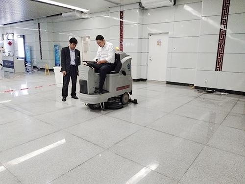 南宁东站选用环壮洗地车提高保洁效率