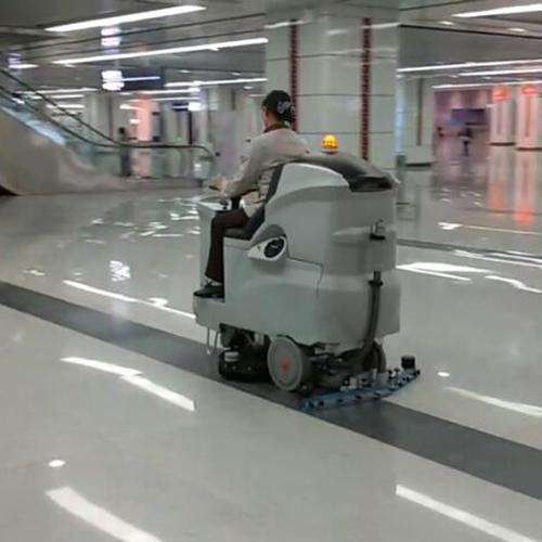 南宁高铁站清洁地面用洗地车Hussar 860B