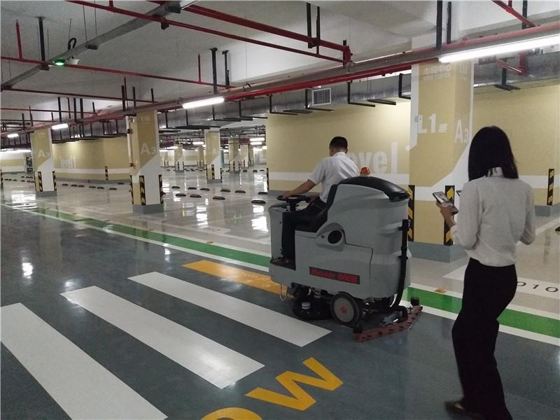 南宁市民中心使用环壮洗地机、扫地机创建更美好的环境