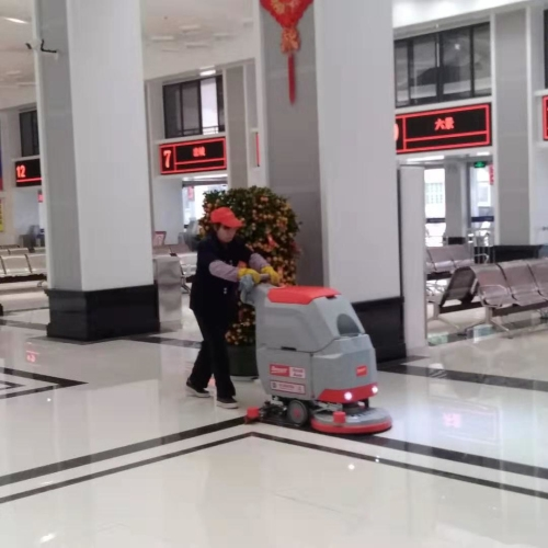 广西横县汽车站投入手推式洗地机