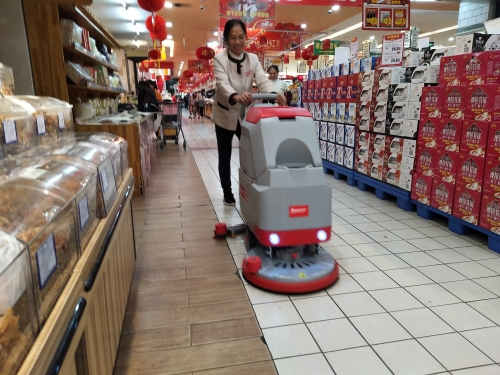 北京华联超市用南宁手推式洗地机提升卫生清洁品质