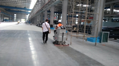 柳州工业洗地机助力大型车间日常保洁