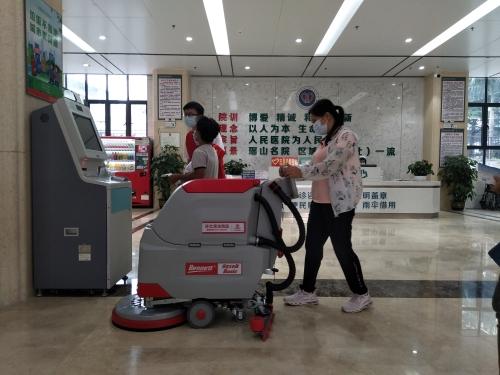 医院大厅、楼道地面清洁用洗地机
