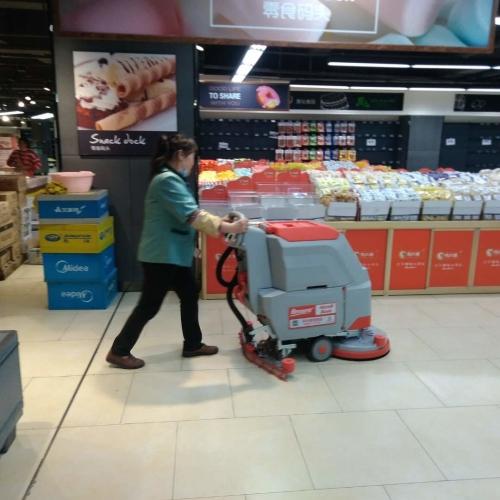 超市都在用的广西洗地机让环境变得干净舒适