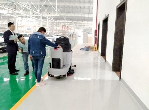 桂林某汽车配件厂 使用860B洗地车清洁仓库地面
