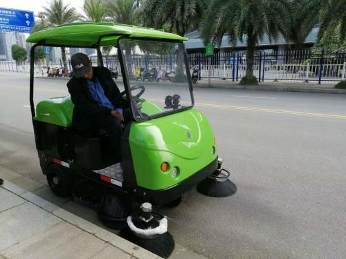 柳州电动扫地车的维护与保养